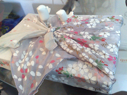 Try wrapping some gifts this year using the traditional Japanese method furoshiki. Here's how!