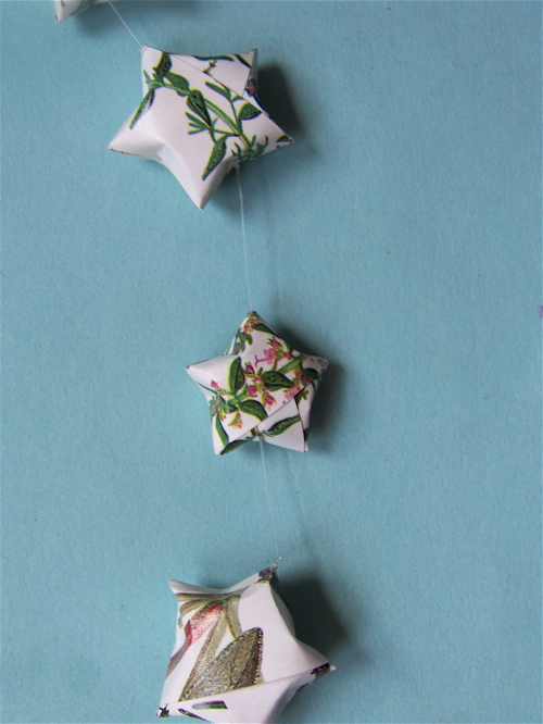 Wrapping Paper Crafts: Origami Star Banner