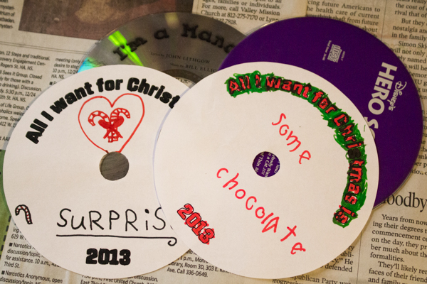 Got scratched CDs or DVDs? Here's how to upcycled CDs, 25 different ways! There's seriously something for everyone here.