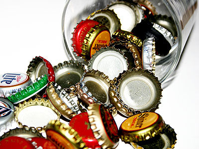 Crafty reuse ten projects for old bottle caps crafting for Gazebo fai da te riciclo