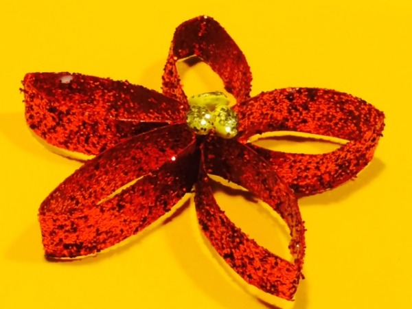 Holiday Craft: Poinsettia ornament from a toilet paper tube
