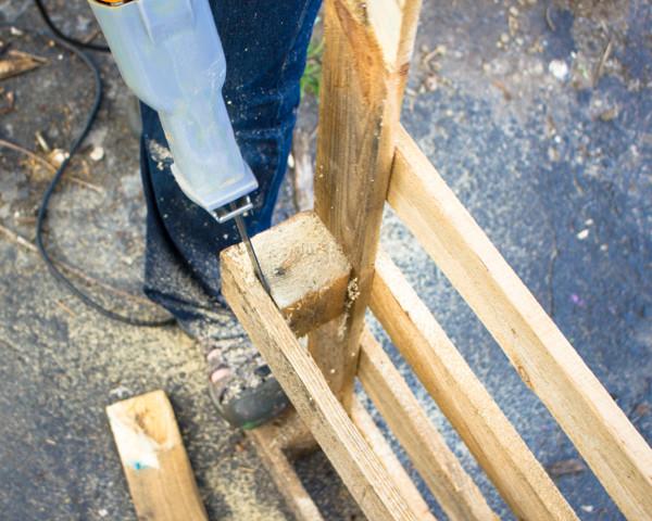 Dismantle a Pallet with a Demolition Blade