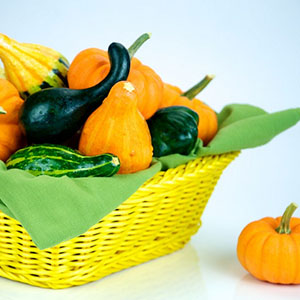 DIY Thanksgiving Centerpieces: Basket of Gourds